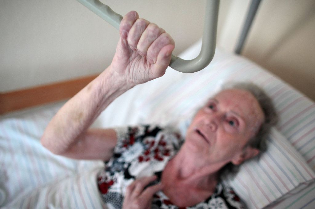 Geburtstagswünsche Für Alte Kranke Menschen  AZ Serie Wege zur Pflege Im Pflegeheim Wehrlos