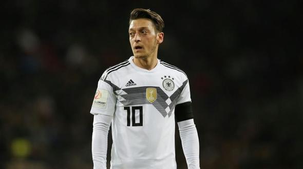Geburtstagswünsche Fussball  Özil bedankt sich für Geburtstagswünsche des DFB Teams