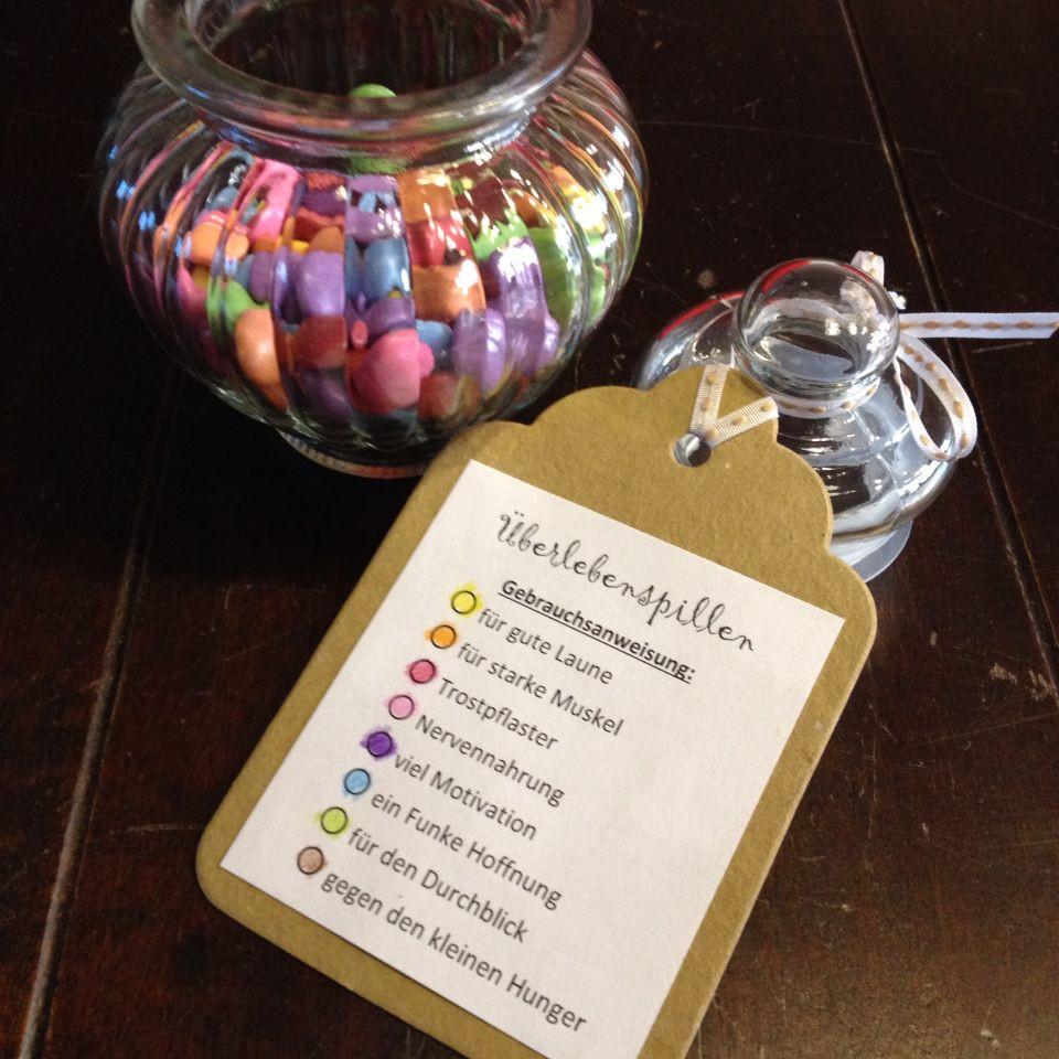 Geschenke Für Angehende Lehrer  Survivalglas Überlebenspillen mit Schokolinsen present