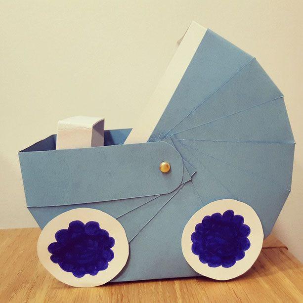 Geschenke Für Werdende Eltern  als Geschenkkorb für werdende Eltern einen Kinderwagen aus