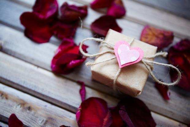 Geschenke-Spiele-Ideen  Valentinstags Geschenke Tipps & Ideen [GEOLINO]