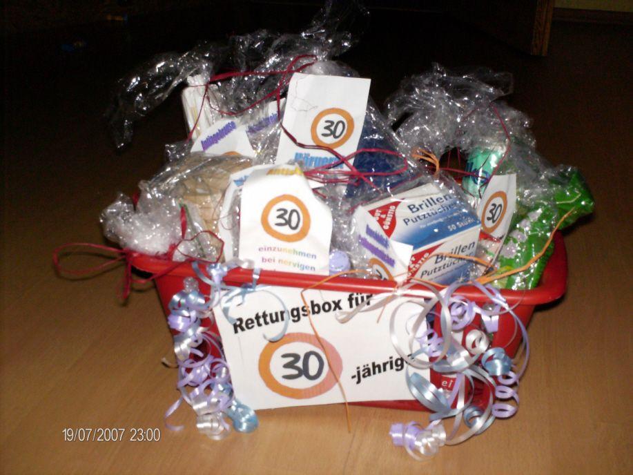 Geschenke Zum 30 Männer  Rettungsbox für eine 30 Jährige