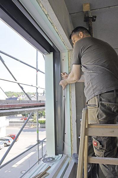 Gewährleistung Handwerk  Fenstermontage mit Komplettsystem bei