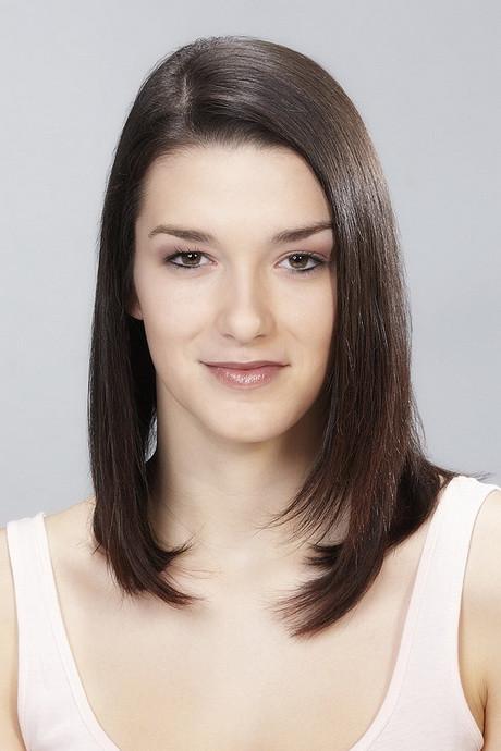 Haarschnitt Schulterlang Stufig  Glatte mittellange haare