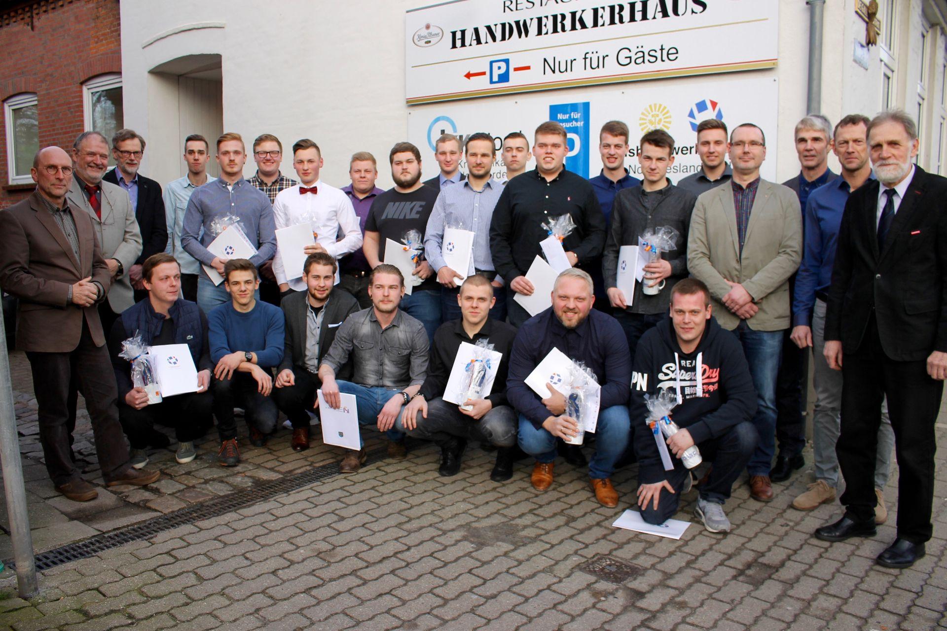 Handwerk Nordfriesland  Anlagenmechaniker im Handwerkerhaus freigesprochen