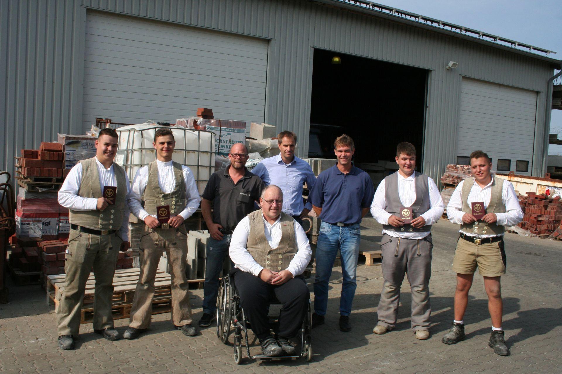 Handwerk Nordfriesland  Freisprechung und Zwischenprüfung der Maurer auf Sylt