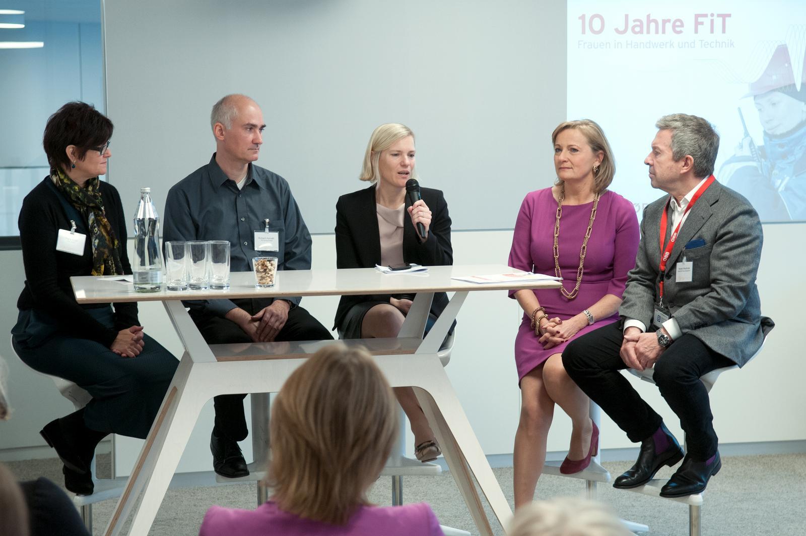 Handwerk Und Technik  10 Jahre FiT Frauen in Handwerk und Technik