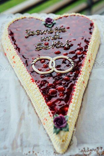 Herztorte Hochzeit  Herztorte Hochzeit I Inspiration für Hochzeitstorten I Galerie