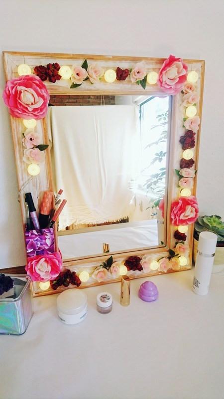 Hollywood Spiegel Diy  DIY floraler Hollywoodspiegel