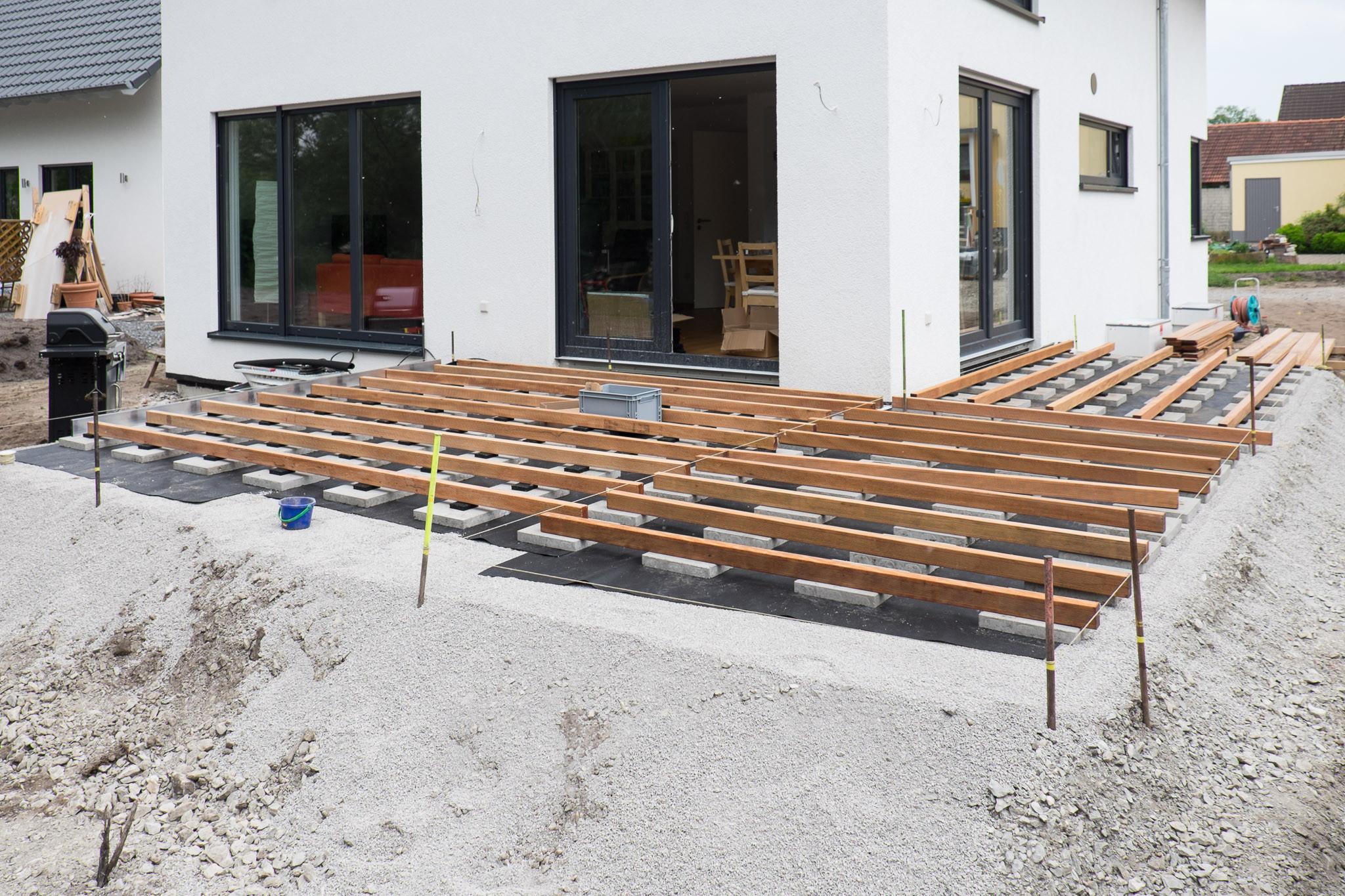 Holz Terrasse  Holzterrasse – Unterkonstruktion – Ein Haus für den Zwerg