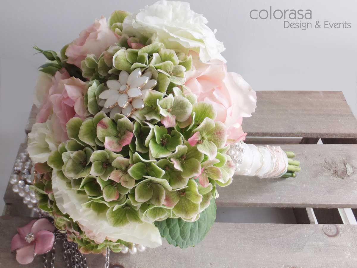 Hortensien Brautstrauß  Strauss mit grünen Hortensien weissen Eustoma und rosa