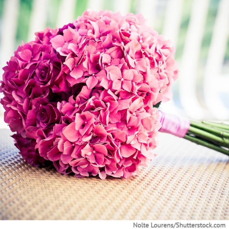 Hortensien Brautstrauß  Brautstrauss Kugelform mit pinken Rosen und rosa