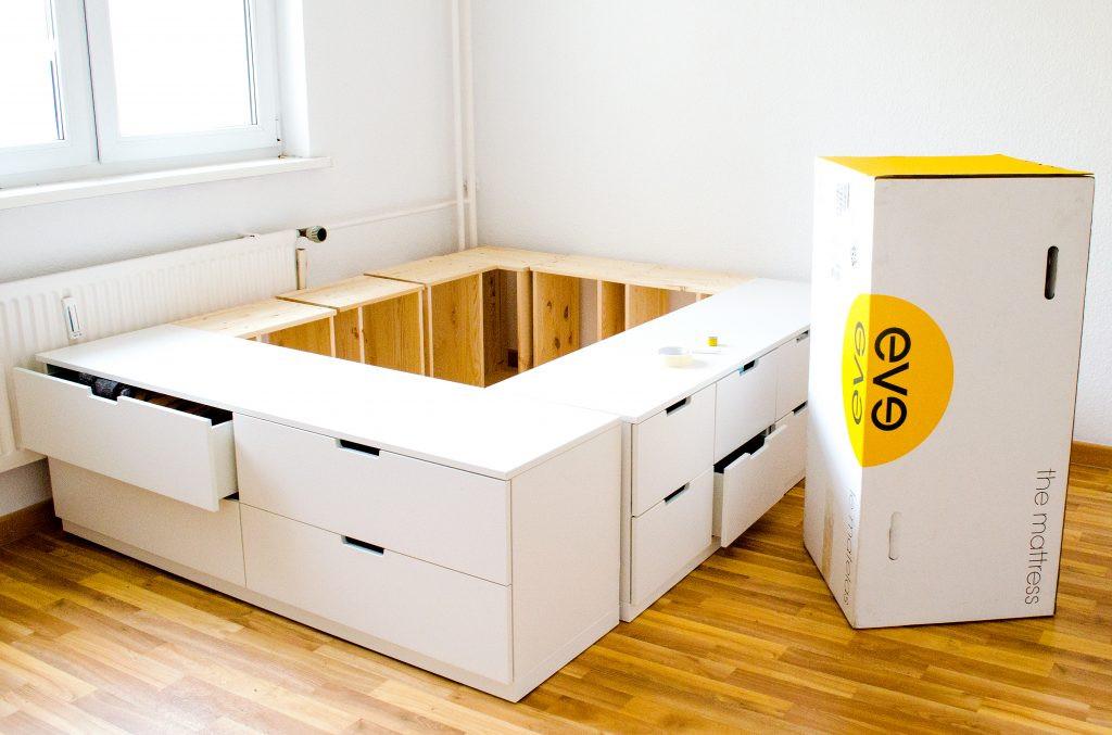 Ikea Diy Bett  DIY IKEA HACk Plattform Bett selber bauen aus Ikea