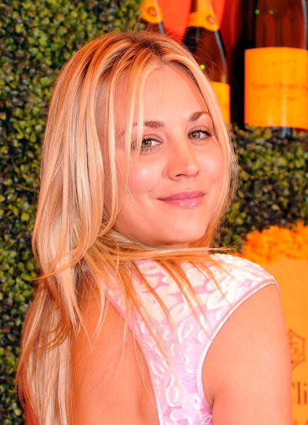 Kaley Cuoco Frisuren  Frisuren Star Kaley Cuoco • WOMAN AT