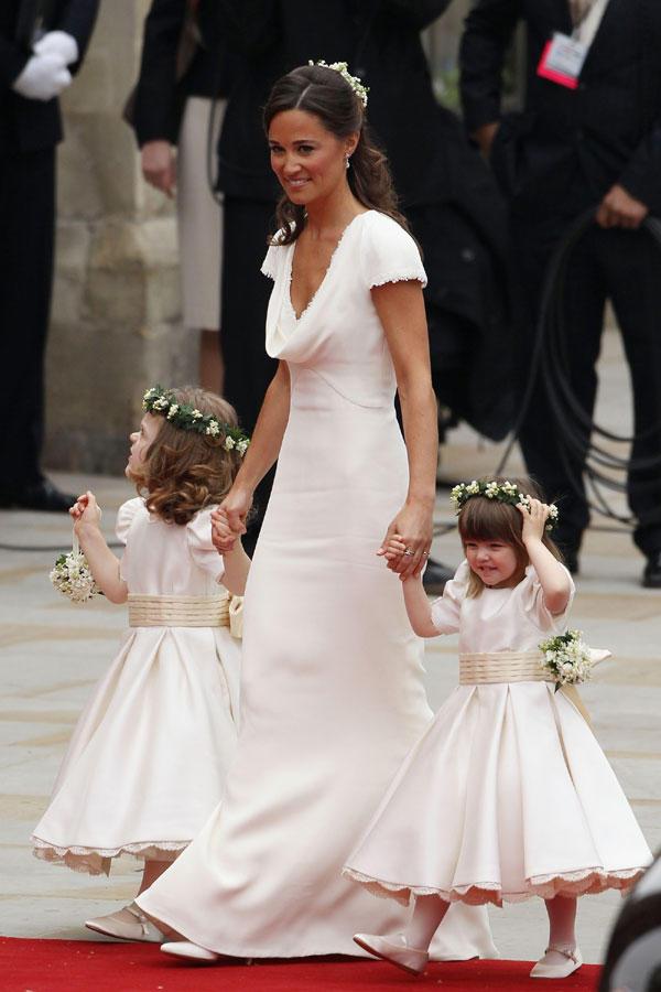 Kate Middleton Hochzeitskleid  Brautkleider Kate Middletons Hochzeitskleid im