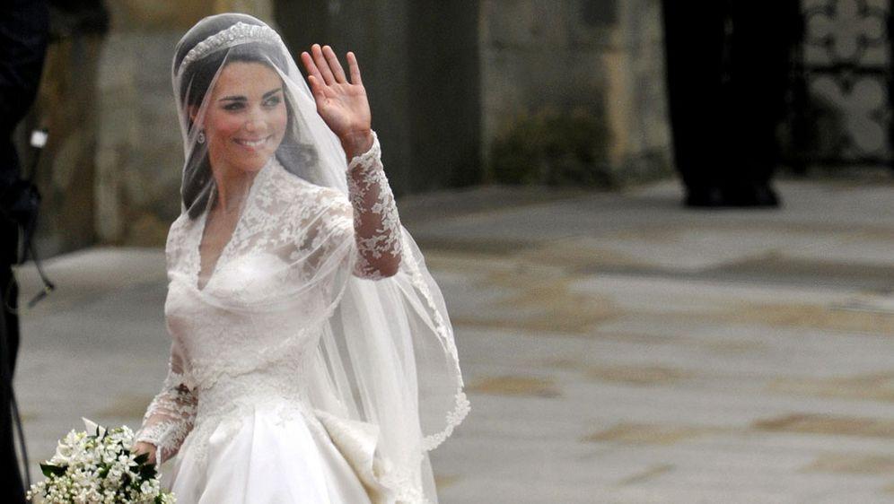 Kate Middleton Hochzeitskleid  Kate Middleton feiert Debüt Hat Herzogin ihr