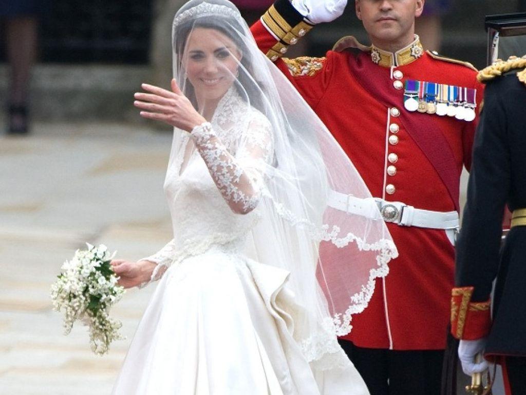 Kate Middleton Hochzeitskleid  Fotos Kates Brautkleid war DER Hingucker