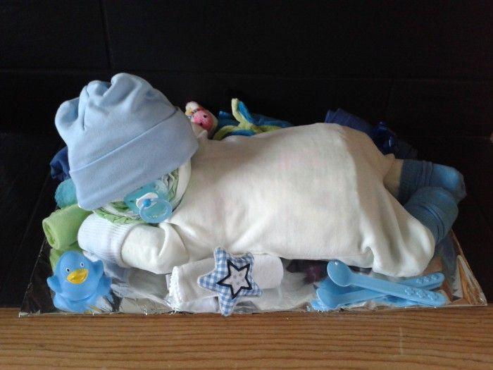 Kleine Geschenke Zur Geburt  Tolles Geschenk zur Geburt Ein Baby aus Windeln