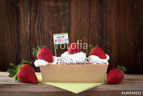 """Kleiner Geburtstagskuchen  """"Kleiner Geburtstagskuchen mit frischen Erdbeeren und"""