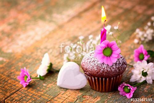 """Kleiner Geburtstagskuchen  """"Kleiner Geburtstagskuchen mit Kerze"""" Stockfotos und"""