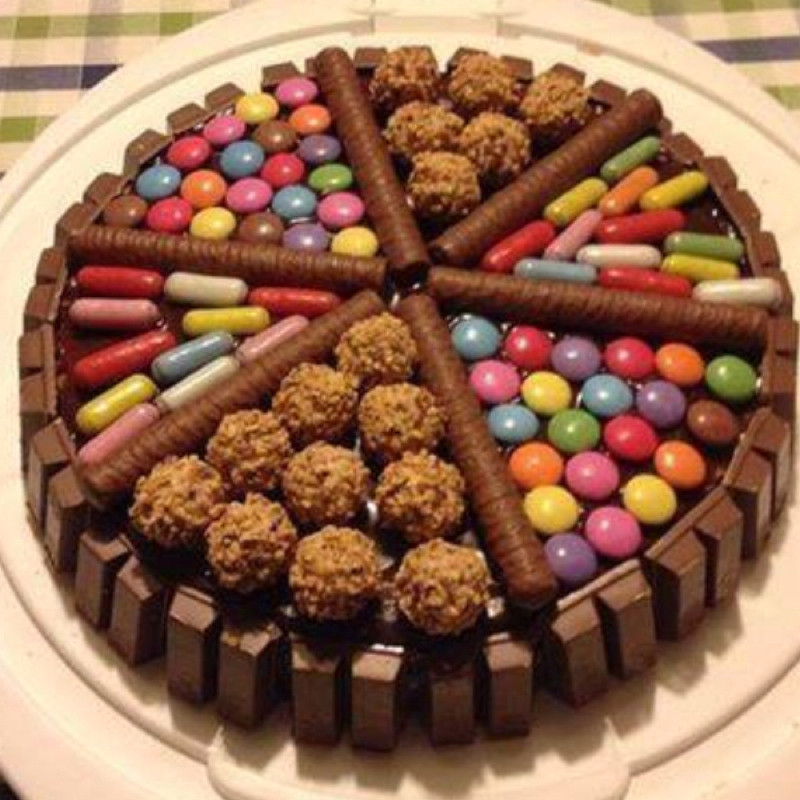 Kleiner Geburtstagskuchen  Geburtstagskuchen HILFEE Geburtstag Kuchen