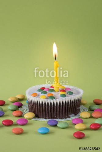 """Kleiner Geburtstagskuchen  """"Kleiner Geburtstagskuchen mit Schokolinsen und brennender"""