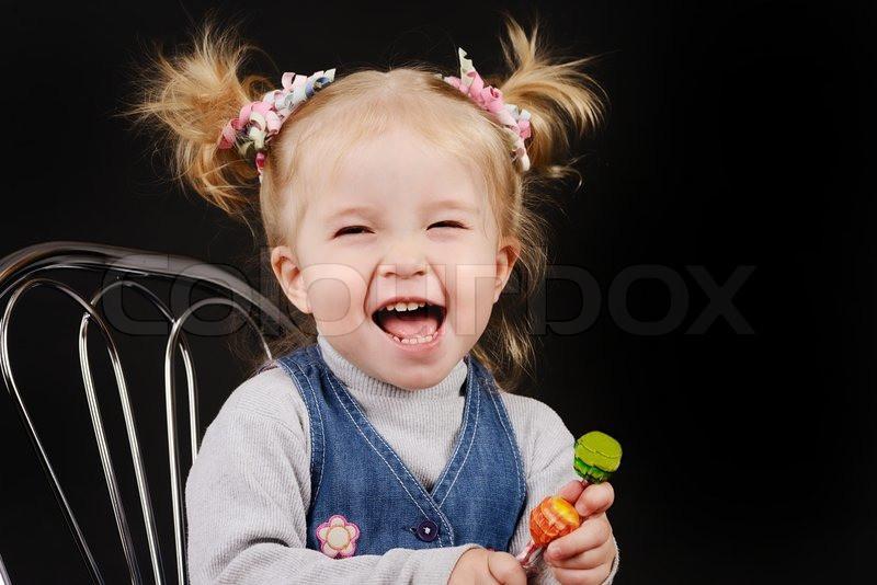 Kleinkind Frisuren Mädchen  Kleinkind Mädchen mit Pferdeschwanz Frisur