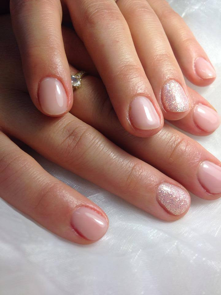 Maniküre  Aura Fiesch Kosmetik Massage Fusspflege ·
