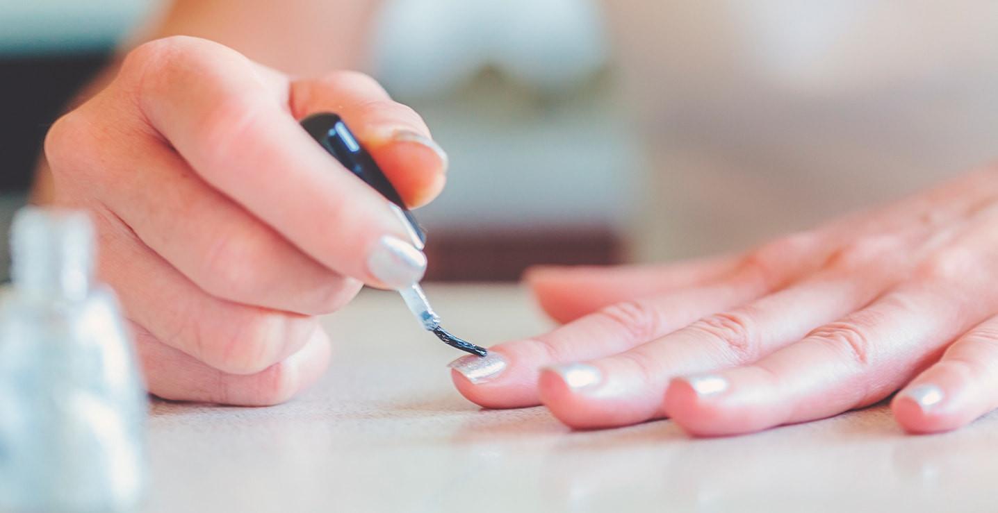 Maniküre  Schöne Fingernägel Maniküre Anleitung bei douglas