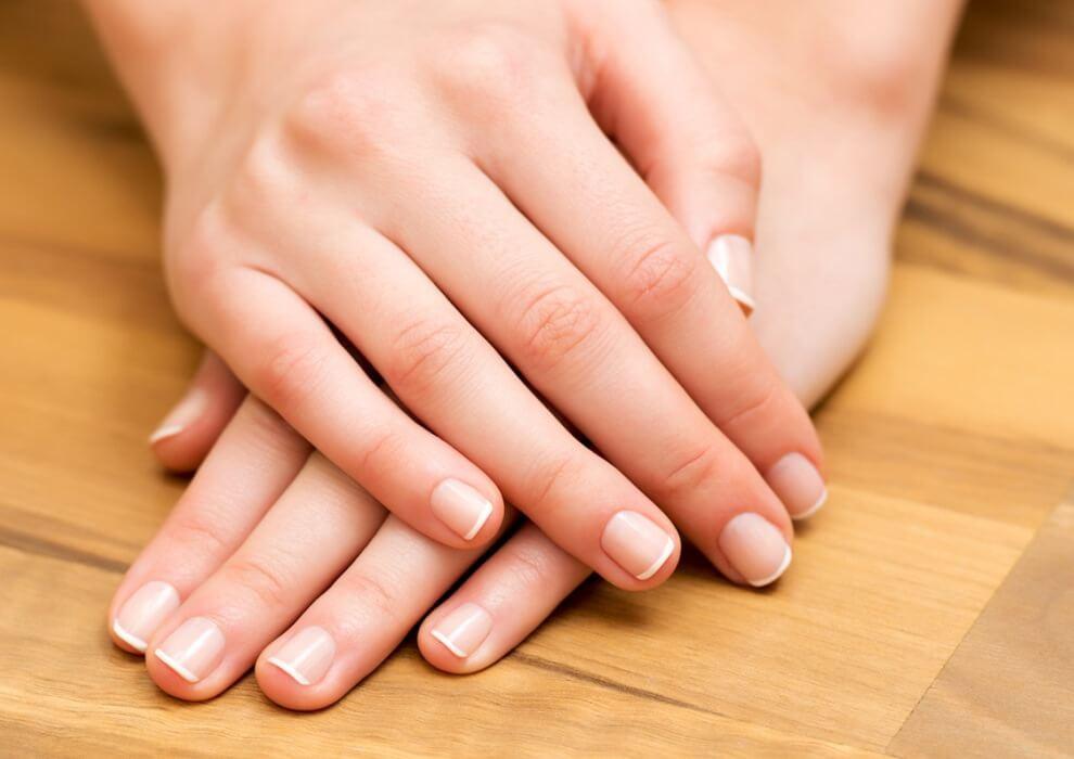 Maniküre Düsseldorf  Maniküre Hand und Nagelpflege mit Paraffinbad in Düsseldorf