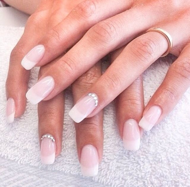 Maniküre French  French acrylic nails with designs