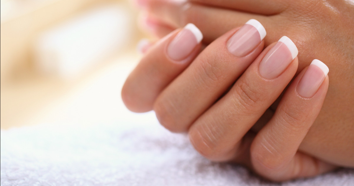 Maniküre French  How to create the perfect French manicure at home