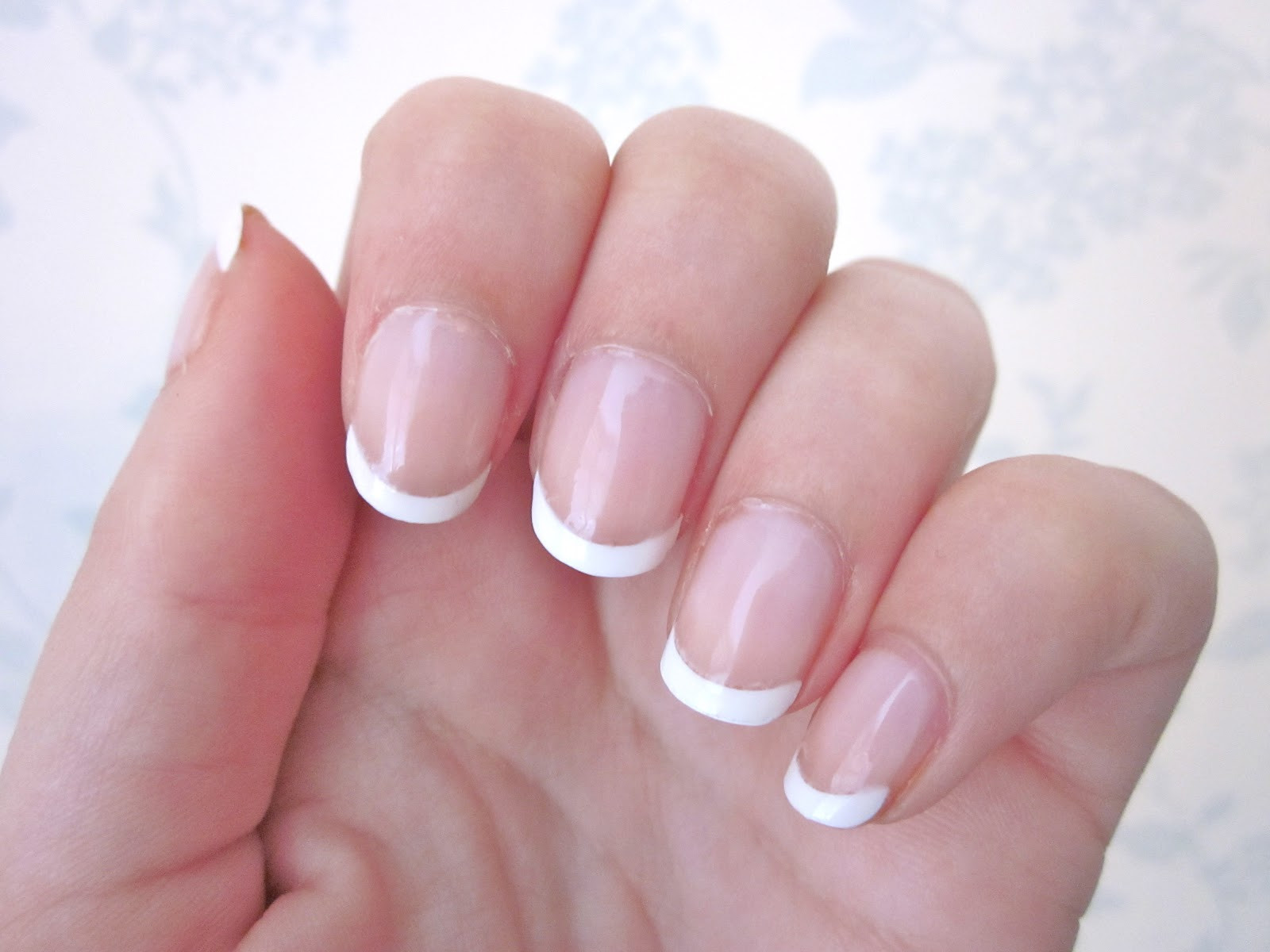 Maniküre French  What s the Difference Between a French vs American Mani