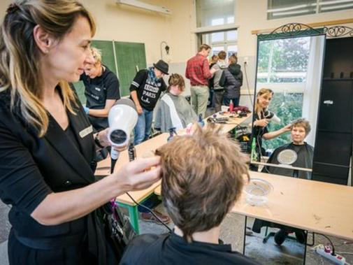 Maniküre Kiel  Kieler Gelehrtenschule ein Wohlfühlmorgen für Bedürftige