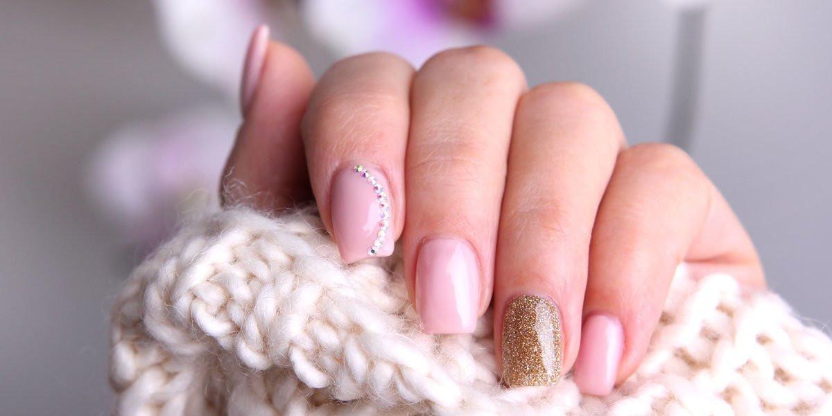 Maniküre Selber Machen Nagelhaut  Maniküre Anleitung Nägel selber machen Bilder Mädchen