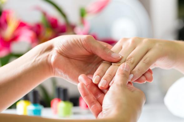 Maniküre Selber Machen Nagelhaut  Künstliche Nägel – Nagelstudio oder selber machen