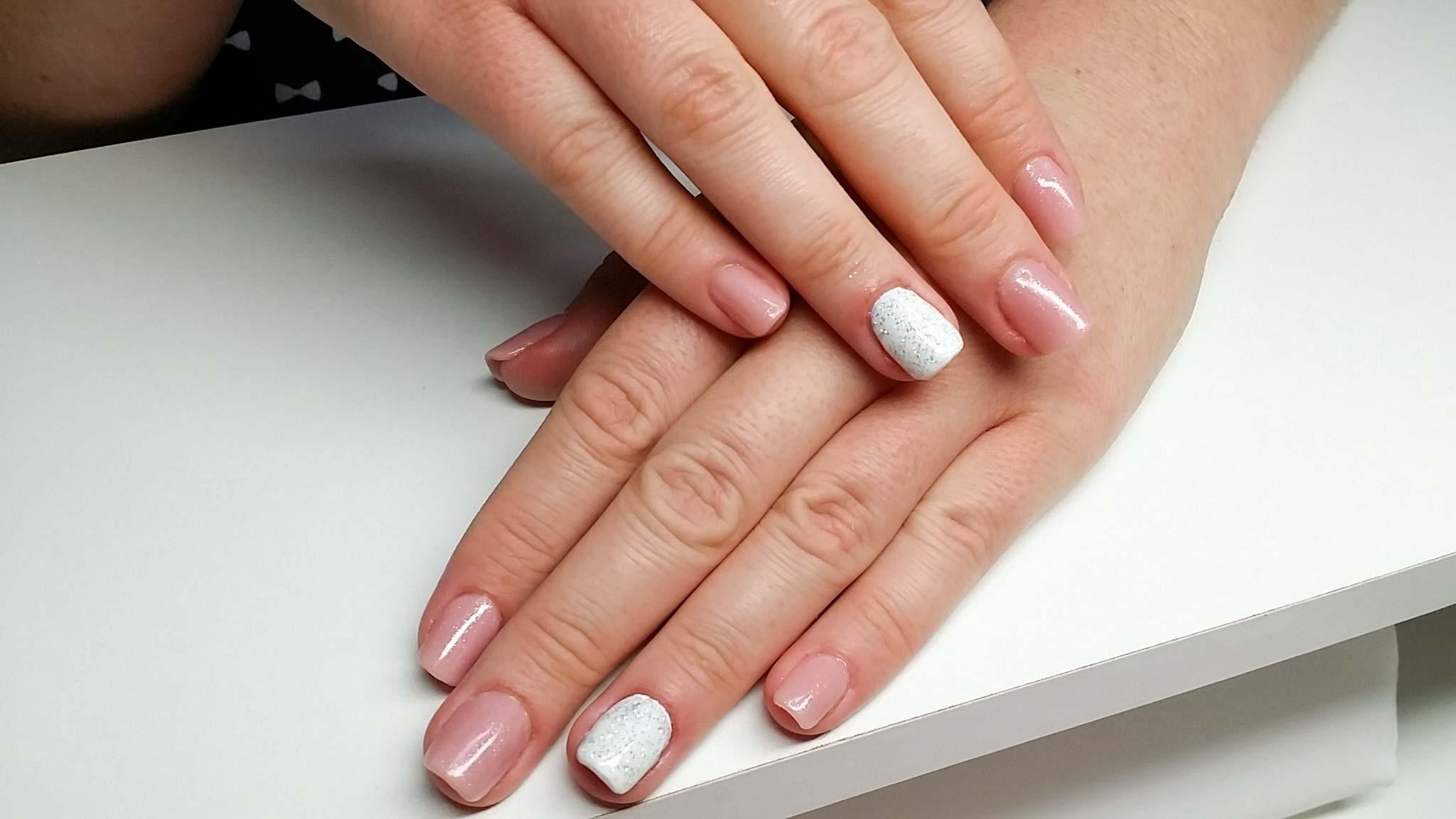 Maniküre  ST Nails Nagelstudio I Maniküre Nageldesign Paraffinbad