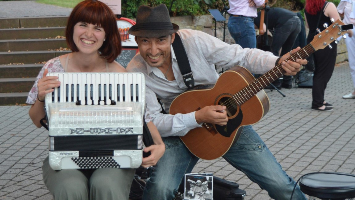 Musiker Für Geburtstagsfeier Gesucht  Musiker für Straßenmusik Festival im September in