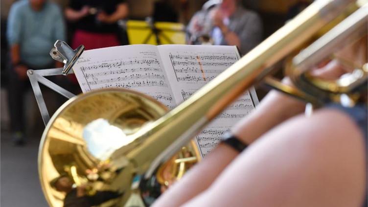 Musiker Für Geburtstagsfeier Gesucht  Horn sucht Bett Quartiere in Leipzig für Musiker