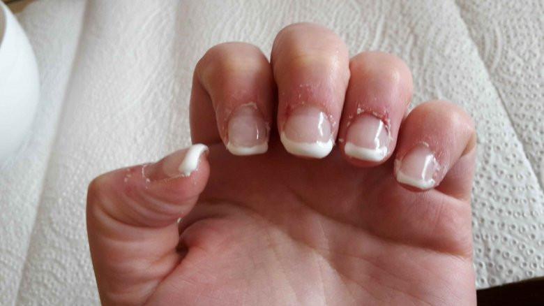 Nageldesign Anfänger  Bild Linke Hand ohne Nagellack von oben Anfänger
