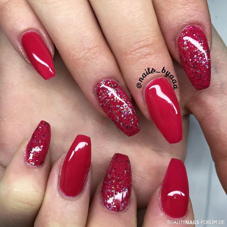Nageldesign Ballerina Form  Red Diva rote Nägel mit Glitzer Nageldesign