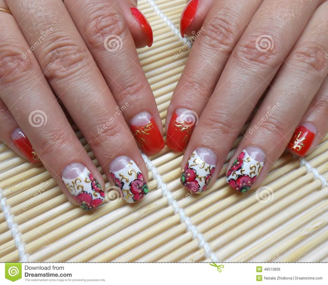 Nageldesign Blumen Ranken  Nageldesign rote Blumen stockfoto Bild von weiß finger