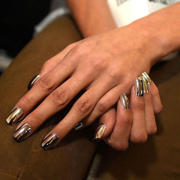 Nageldesign Chrome  Chrome Nails Metallic Nagellack im Test