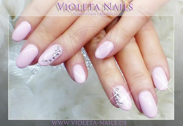 Nageldesign Elegant Dezent  Violeta Nails Nagelstudio München Nagelforum für