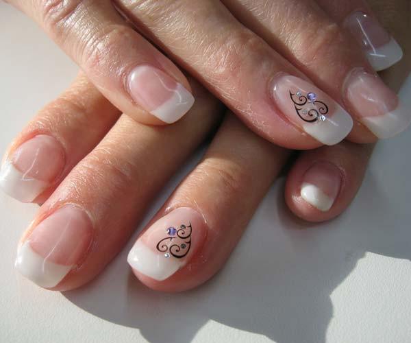 Nageldesign Elegant Dezent  Nageldesign für Hände elegant künstlerisch oder klassisch