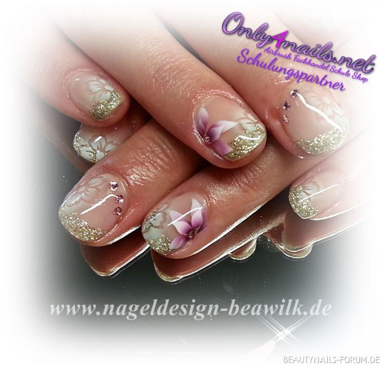Nageldesign Forum  Dezente Gelnägel mit Airbrush Nageldesign