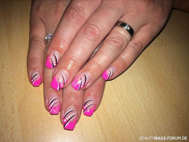 Nageldesign French Farbig  Pink french mit Verzierung Nageldesign