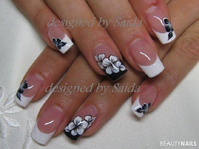 Nageldesign French Schwarz  schwarz weiß Blumenmotiv Nageldesign