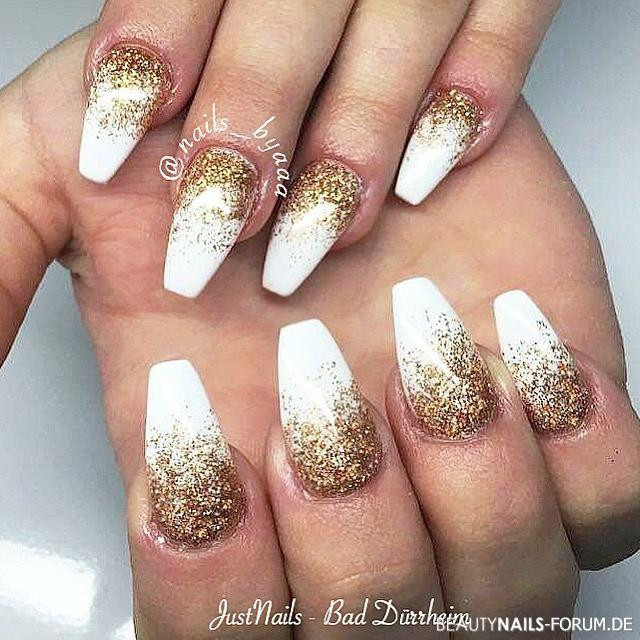 Nageldesign Gold  Weiß mit Gold Nageldesign