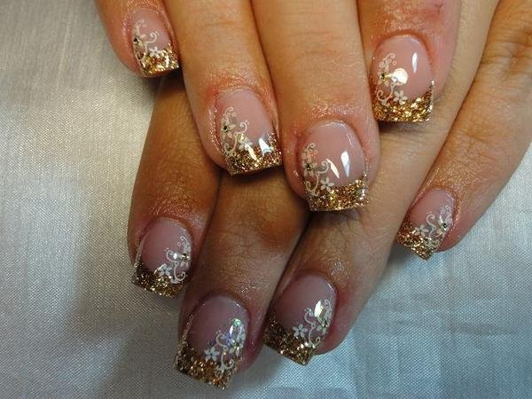 Nageldesign Gold Glitter  Bild French in gold mit Stamping Nageldesign & Modellage